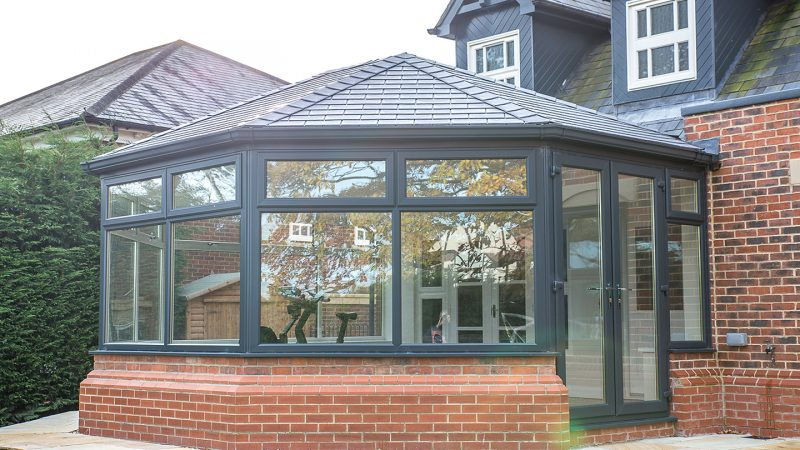 Guardian warm roof in black