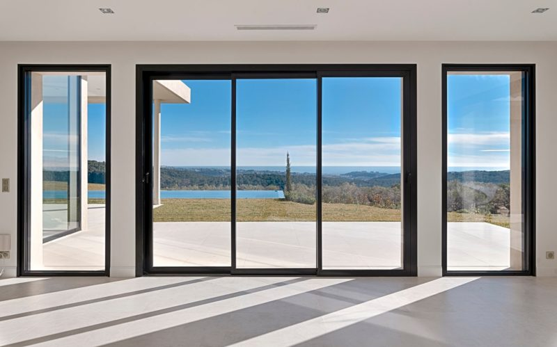 Cortizo sliding doors with single side panels