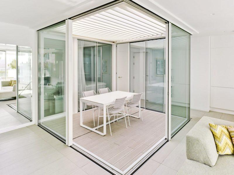 Glass box room Cortizo sliding doors